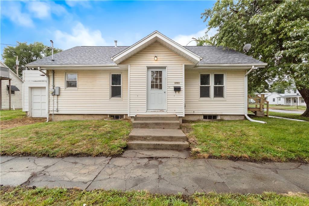 2301 Champaign Avenue Property Photo 1