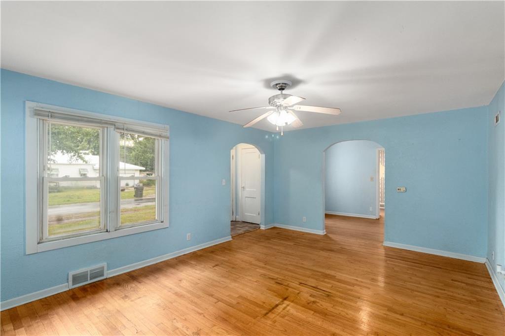 2301 Champaign Avenue Property Photo 3