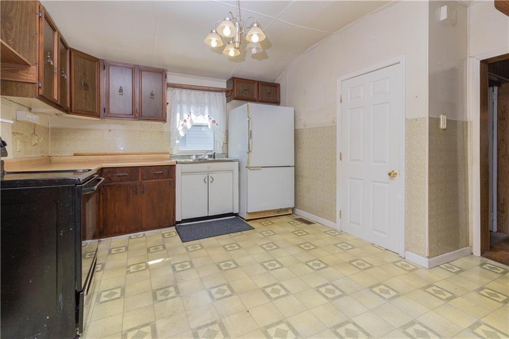 612 Lafayette Avenue Property Photo 8