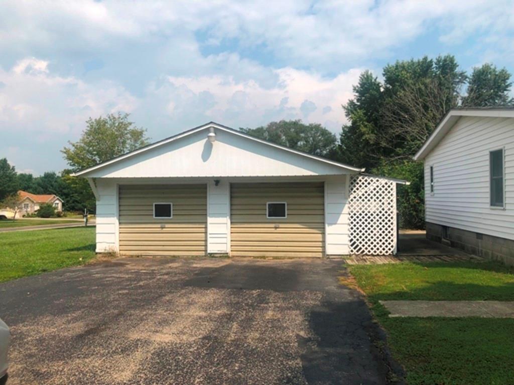 4431 Country Lake Drive Property Photo 2
