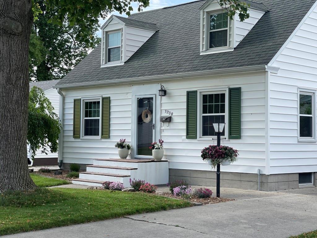 3208 Walnut Avenue Property Photo 1