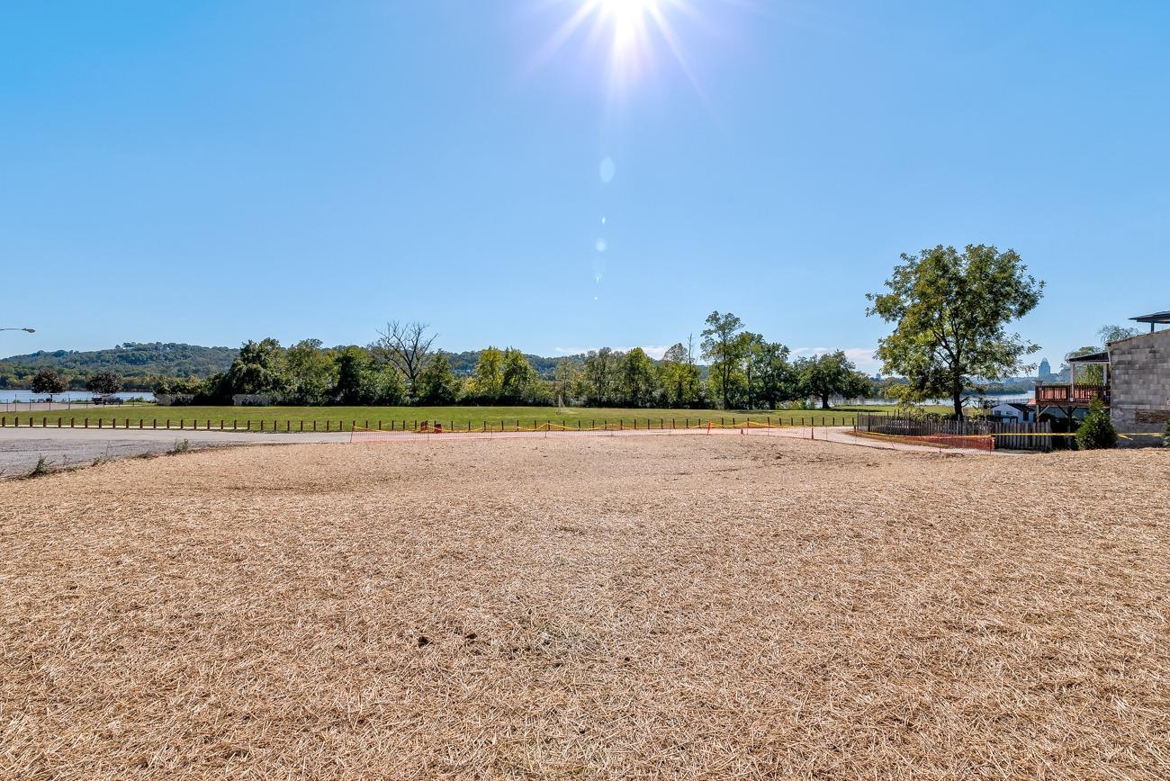 2485 Riverside Drive Property Photo 16