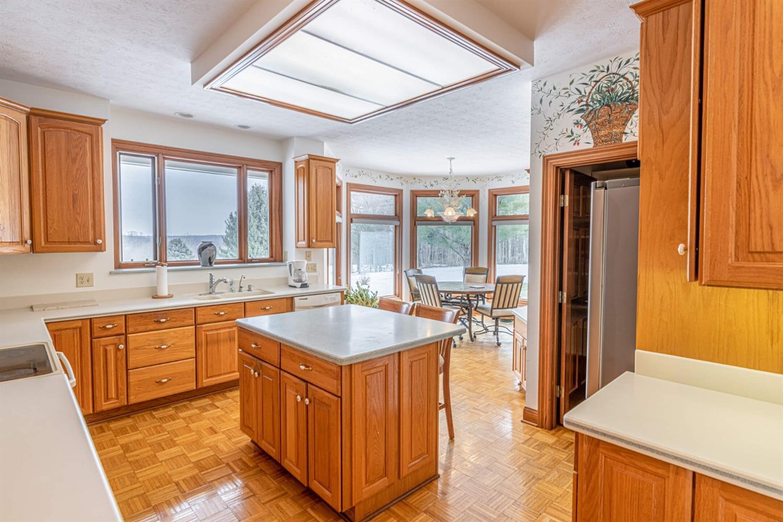 3695 W Franklin Street Property Photo 10