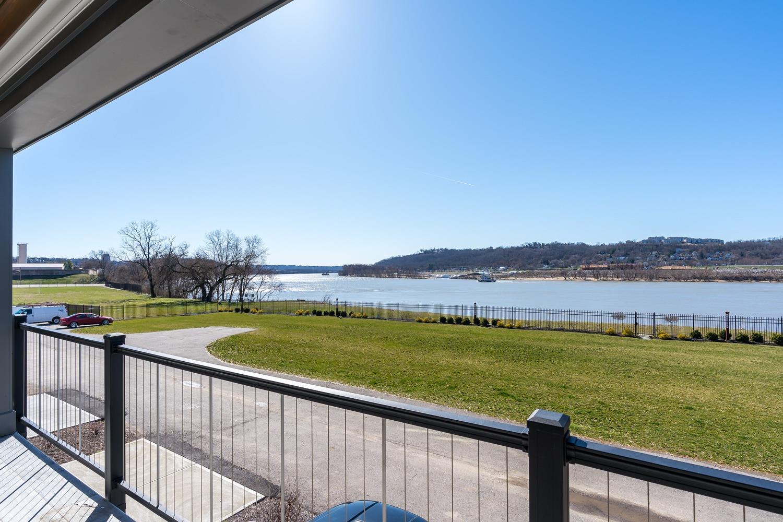 2427 Riverside Drive Property Photo 7