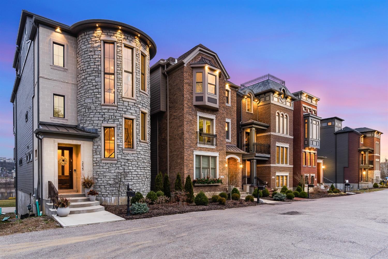 2427 Riverside Drive Property Photo 28