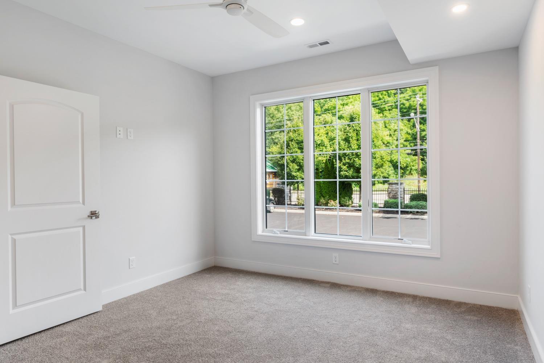 2433 Riverside Drive Property Photo 4