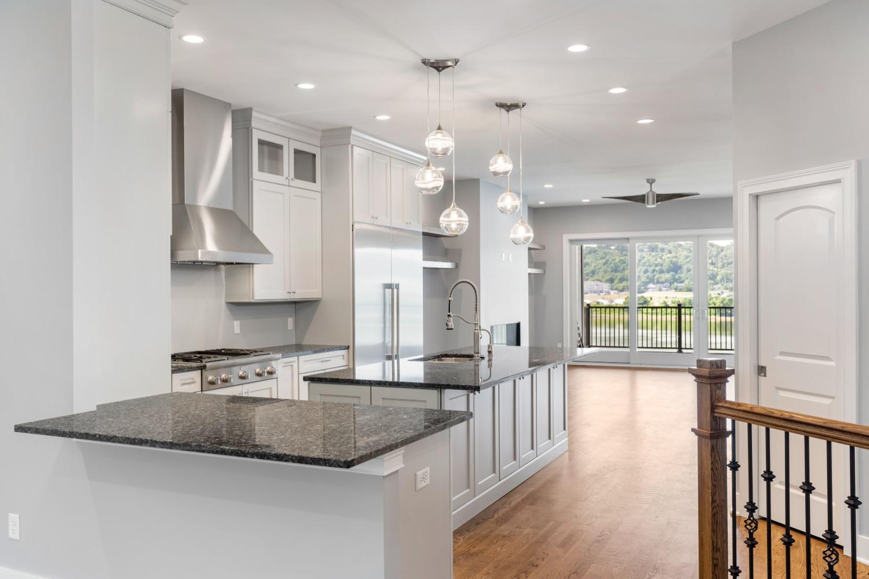 2433 Riverside Drive Property Photo 9
