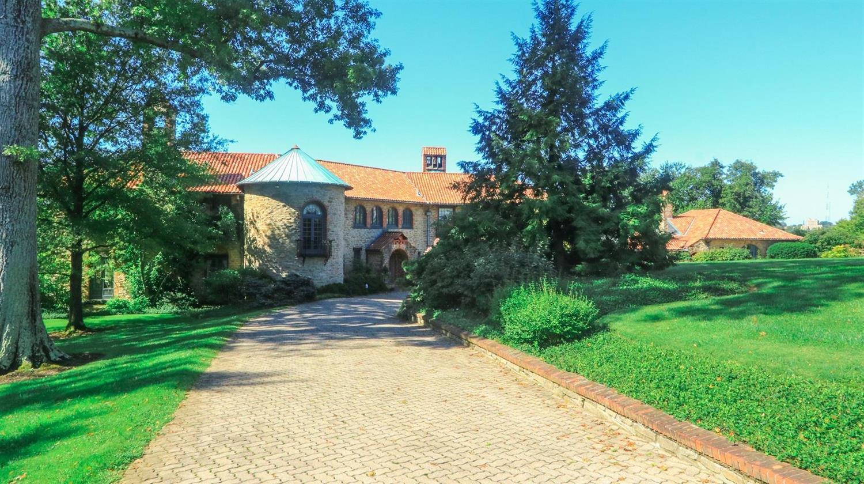 10 Grandin Lane Property Photo 1