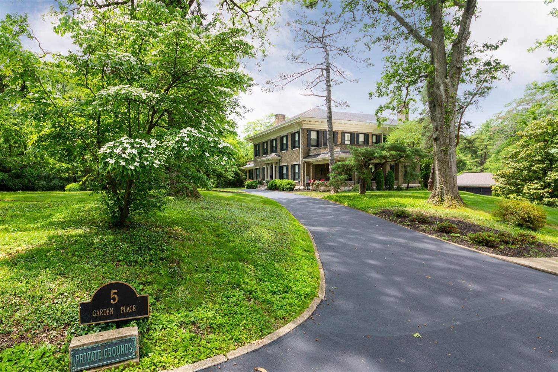 5 Garden Place Property Photo 1