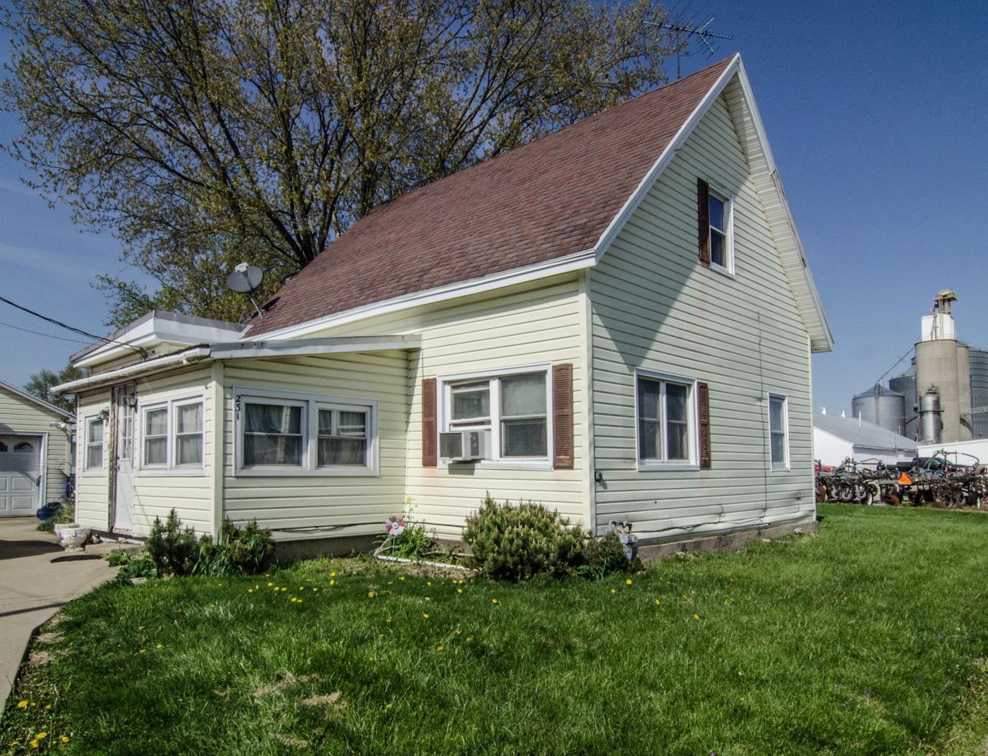 231 E Ohio Street Property Photo