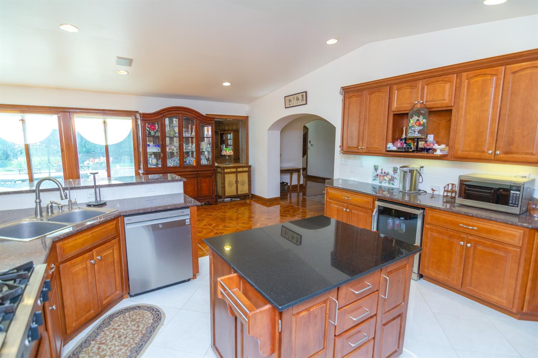 4 Cypress Garden Avenue Property Photo 3