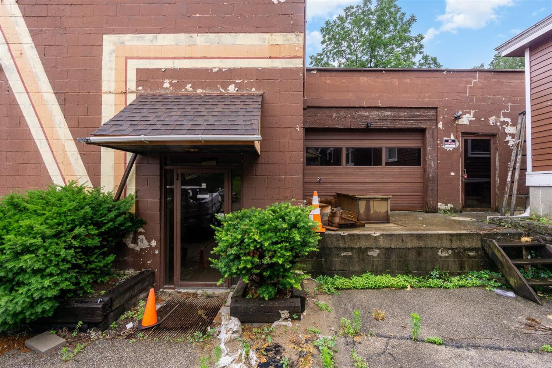 2136 Selim Avenue Property Photo