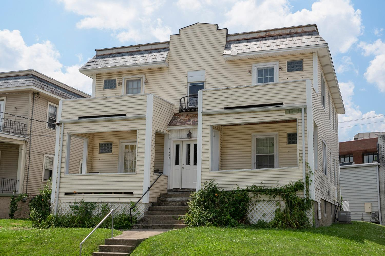 3945 Lindley Avenue Property Photo
