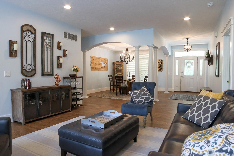 5847 Woodthrush Lane Property Photo 4