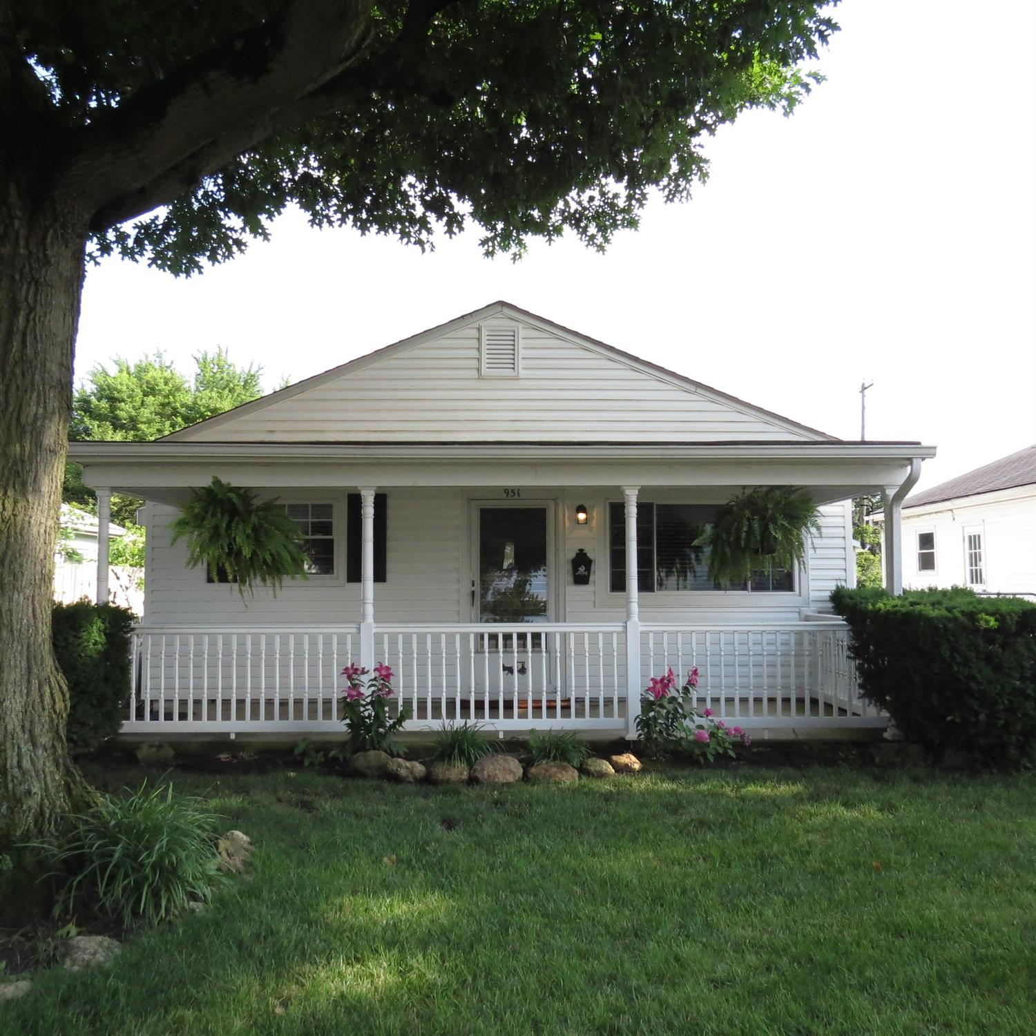 951 Foster Avenue Property Photo