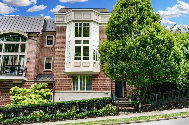 1011 Parkside Place Property Photo 1
