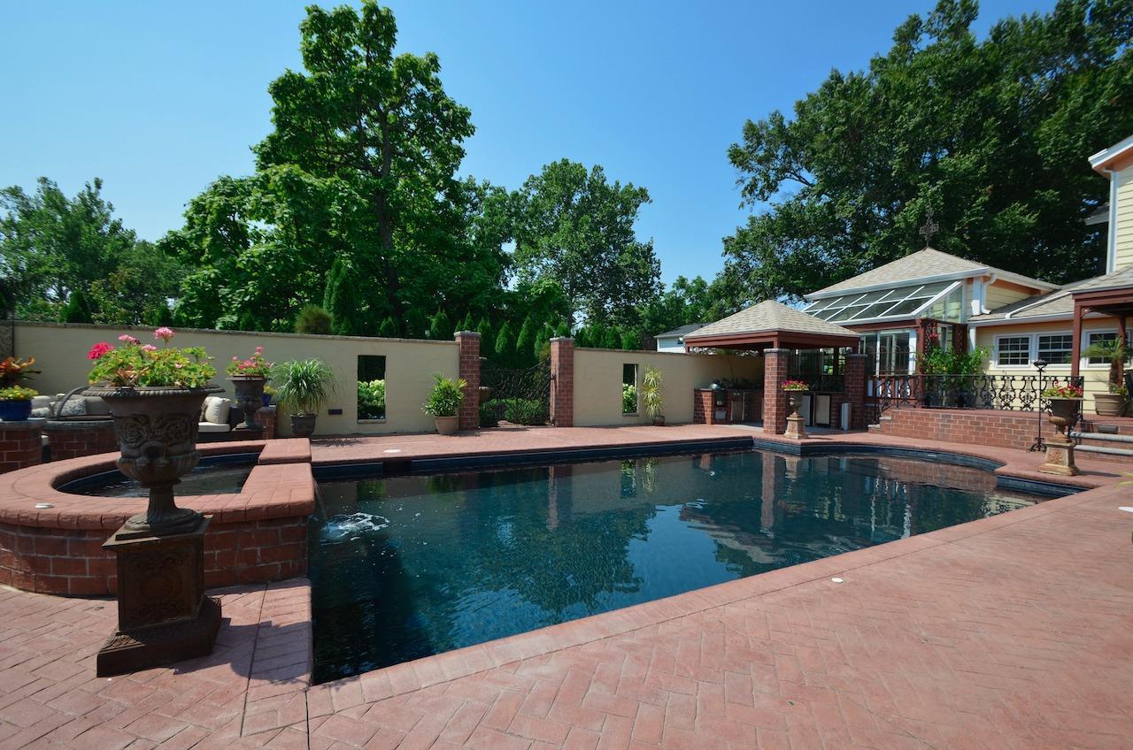 6144 Kenwood Road Property Photo 4