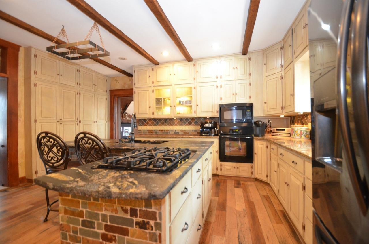 6144 Kenwood Road Property Photo 18