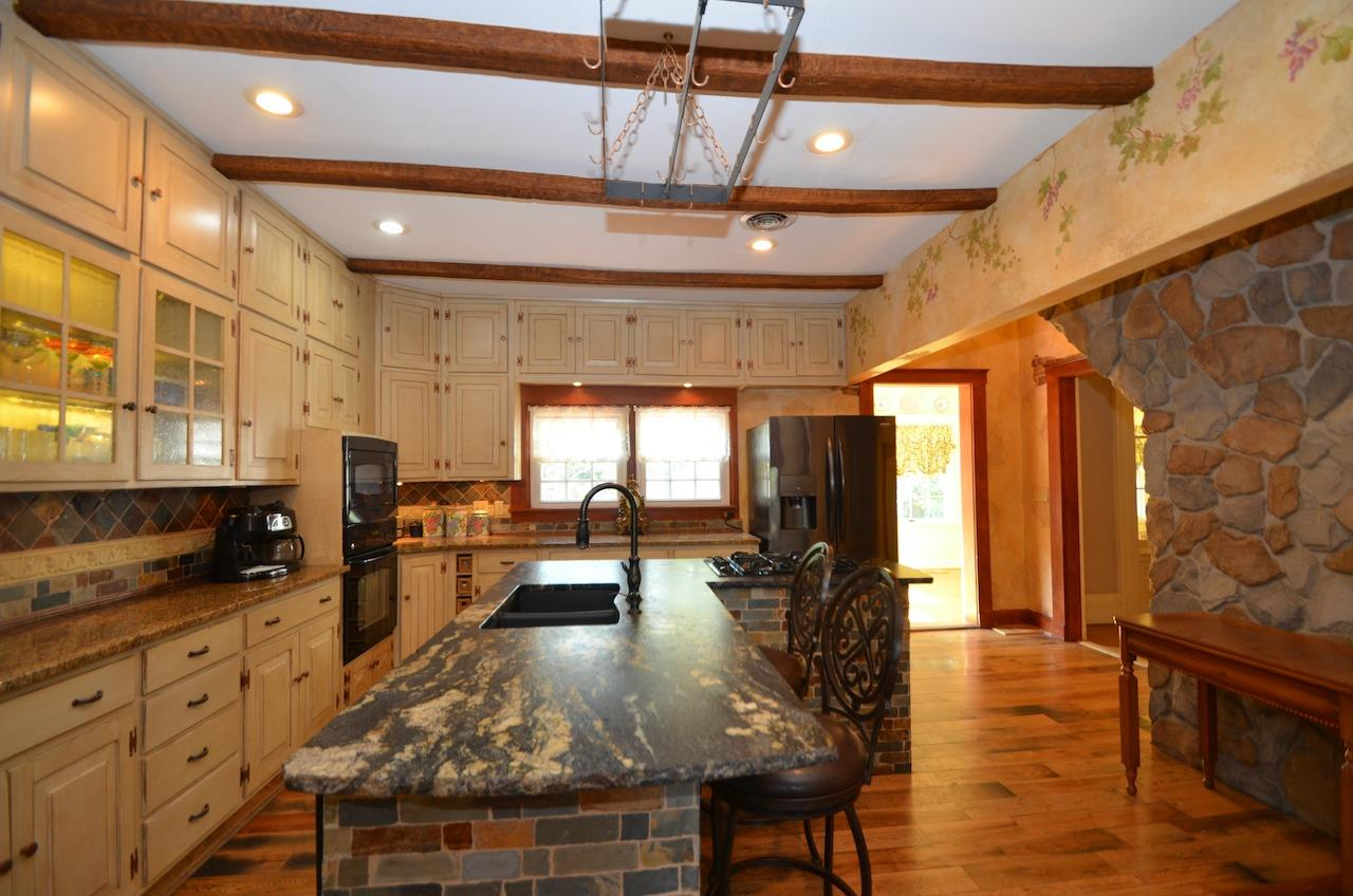 6144 Kenwood Road Property Photo 19