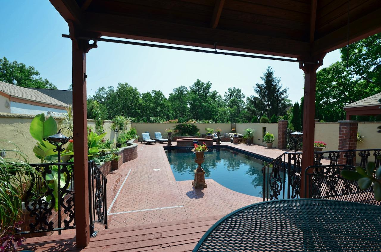 6144 Kenwood Road Property Photo 36
