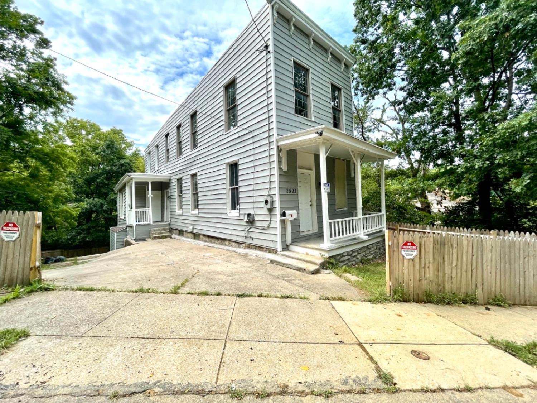 2593 Trevor Place Property Photo