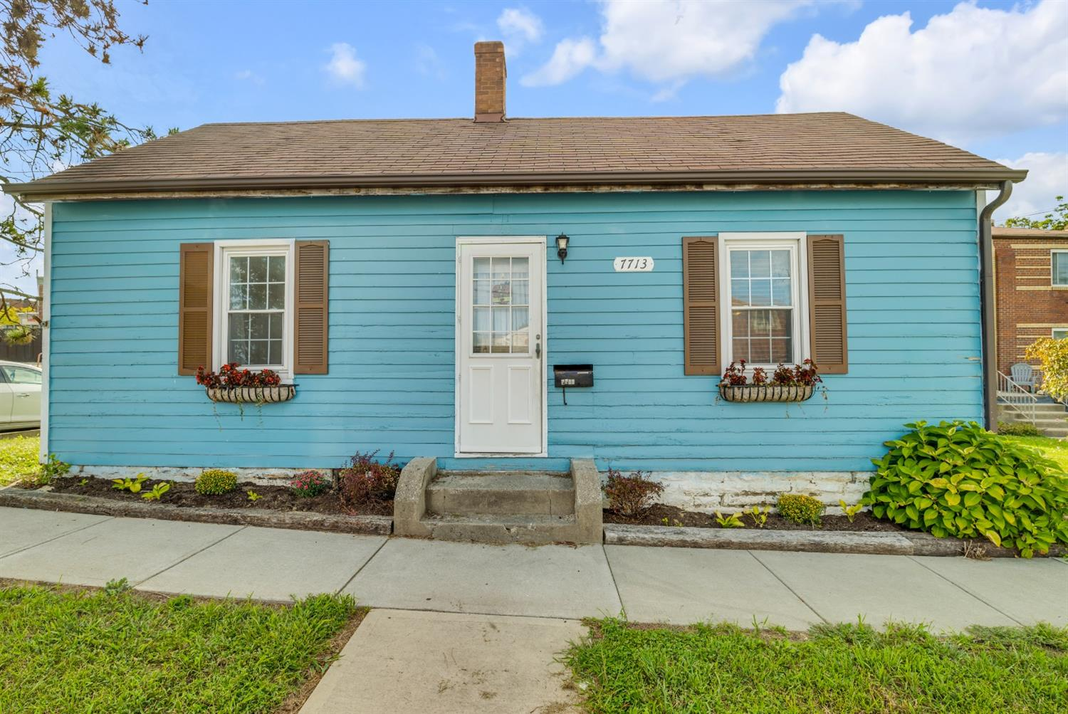 7713 Perry Street Property Photo