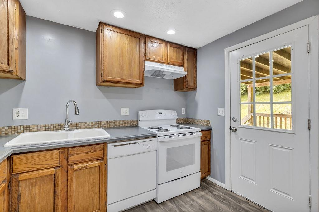 4323 Mt Alverno Road Property Photo 6