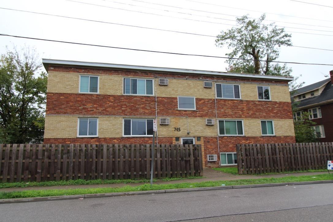 745 Oak Street Property Photo