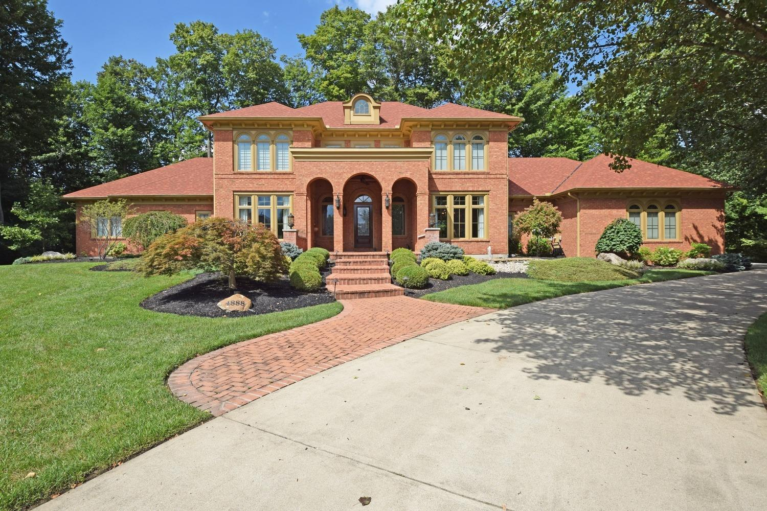 4888 Woodhaven Court Property Photo