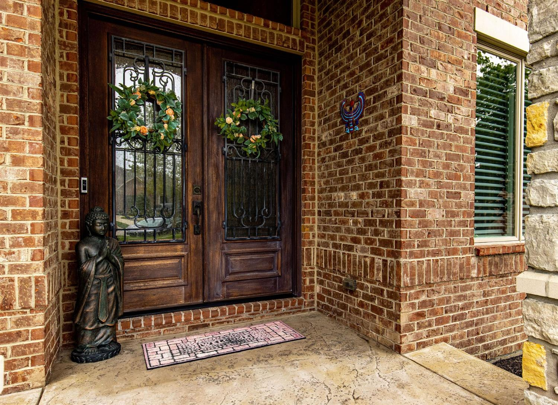 6385 Coach House Way Property Photo 4