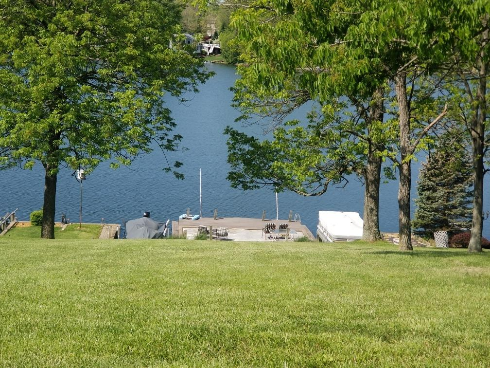 1528 Lakeview Drive Property Photo