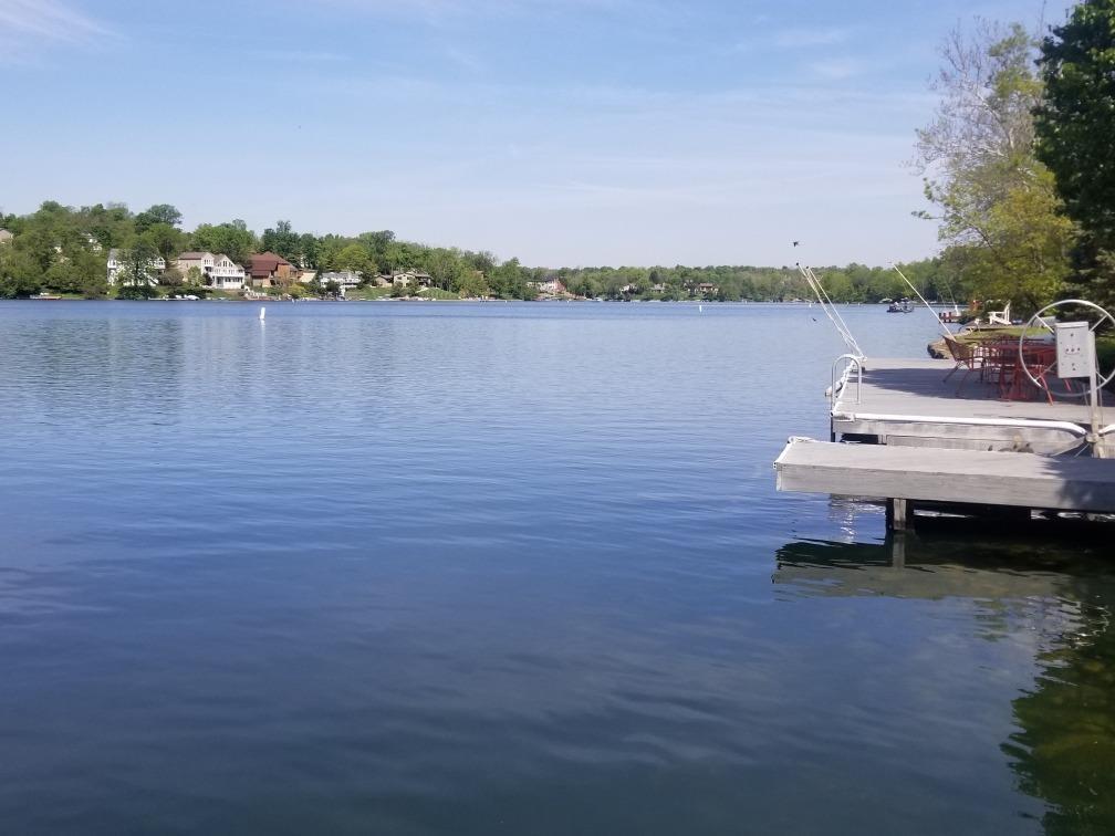 1528 Lakeview Drive Property Photo 3