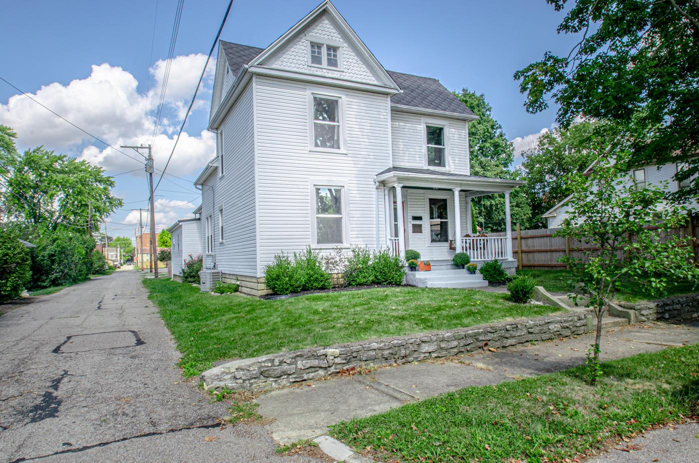 11 E Oak Street Property Photo