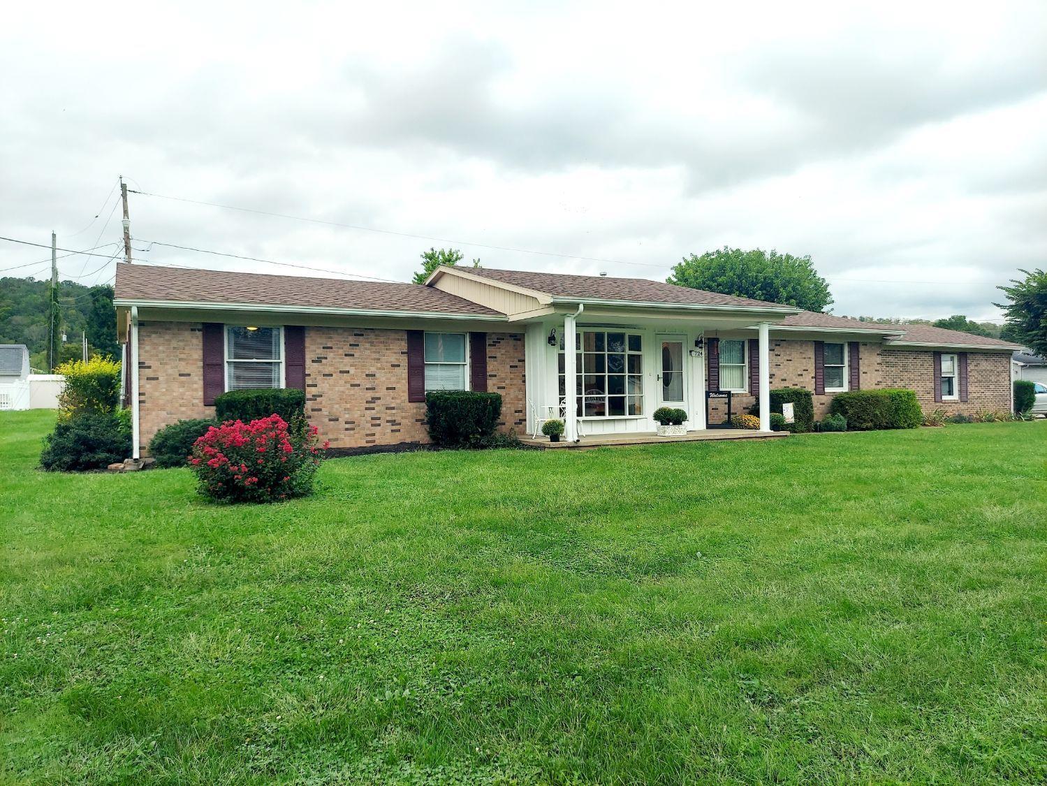 724 Linda Vista Dr Property Photo