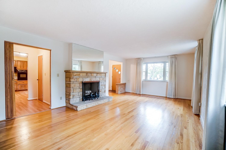 2860 Dunaway Avenue Property Photo 3