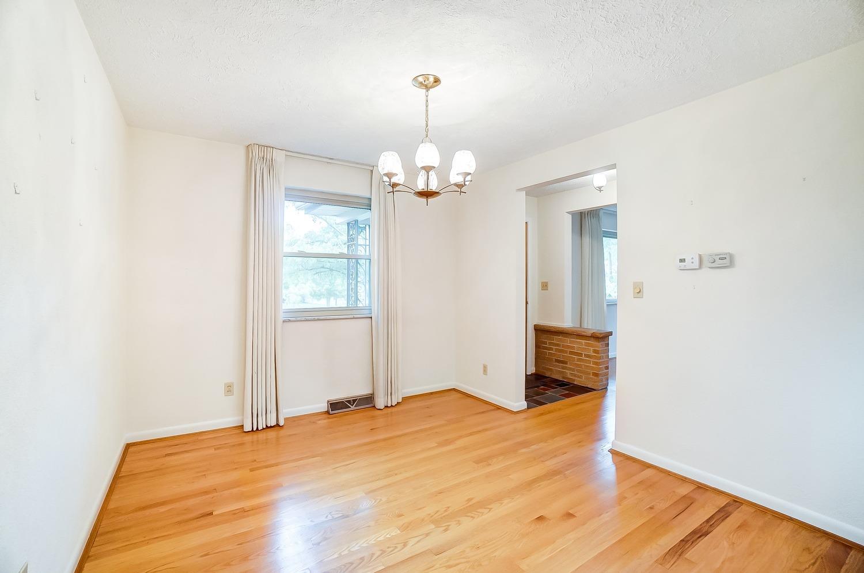 2860 Dunaway Avenue Property Photo 5