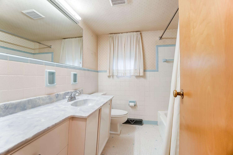 2860 Dunaway Avenue Property Photo 7