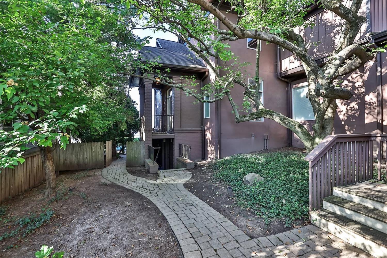1041 Celestial Street Property Photo 27