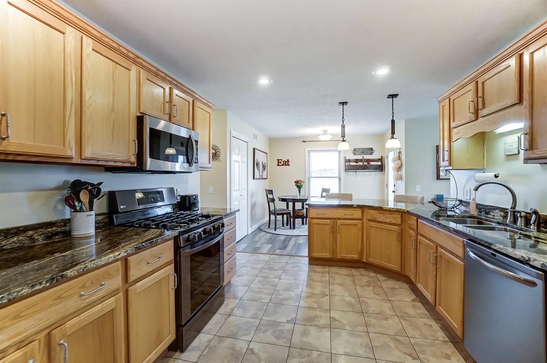 10975 Edgewood Road Property Photo 17