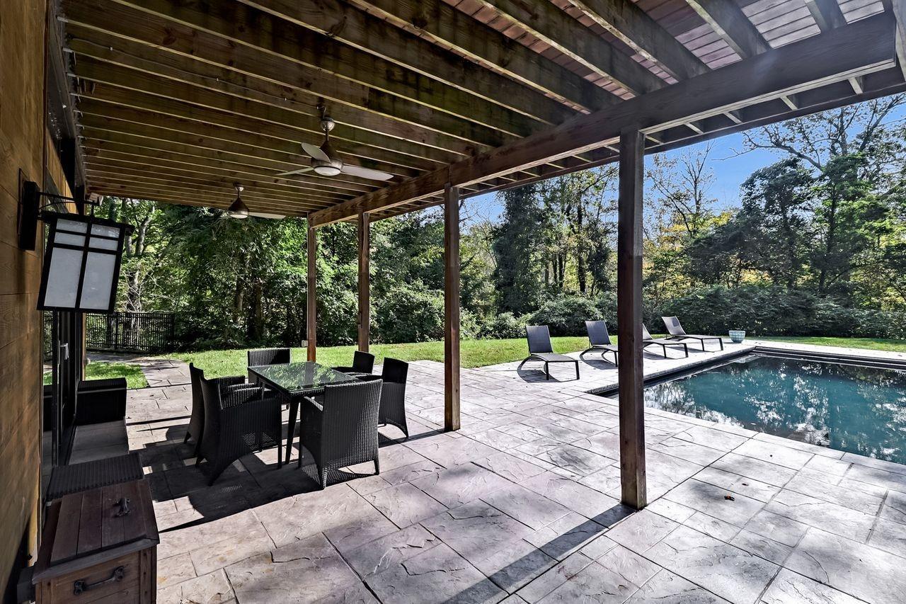 8675 Camargo Club Drive Property Photo 18