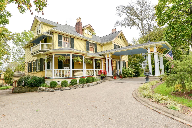 380 Albion Avenue Property Photo 1