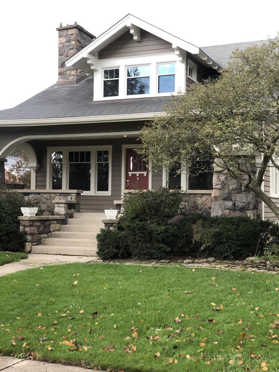 325 S Barron Street Property Photo