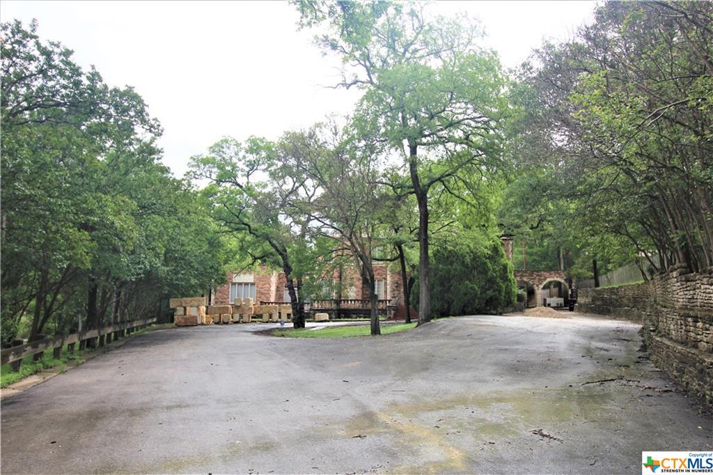 600 Live Oak Drive Property Photo 1