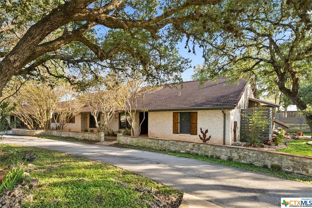 420 Oakwood Loop Property Photo 1
