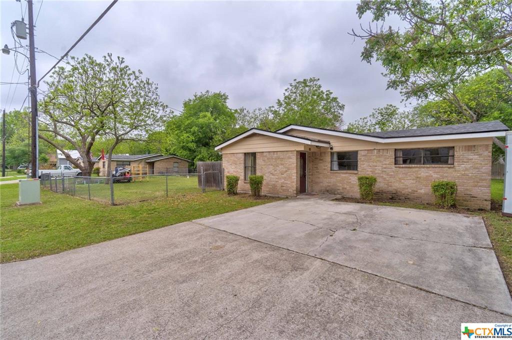 208 Hackberry Street Property Photo 1