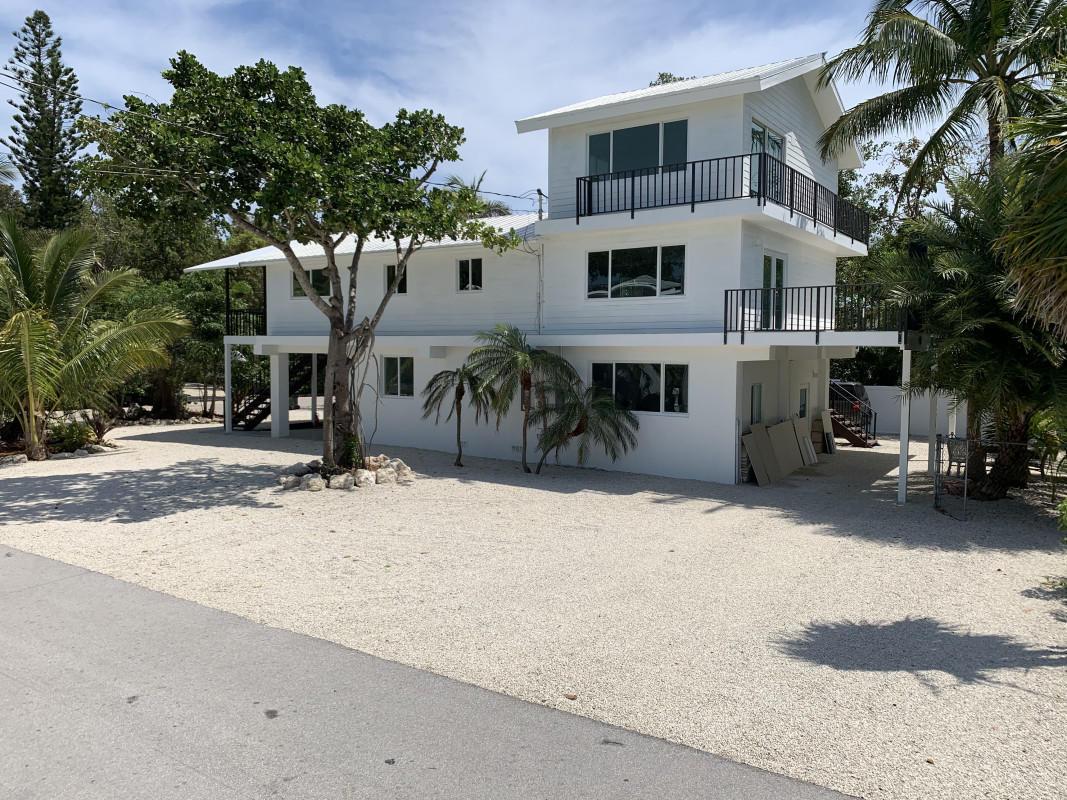 150 Tampa Drive Property Photo 1