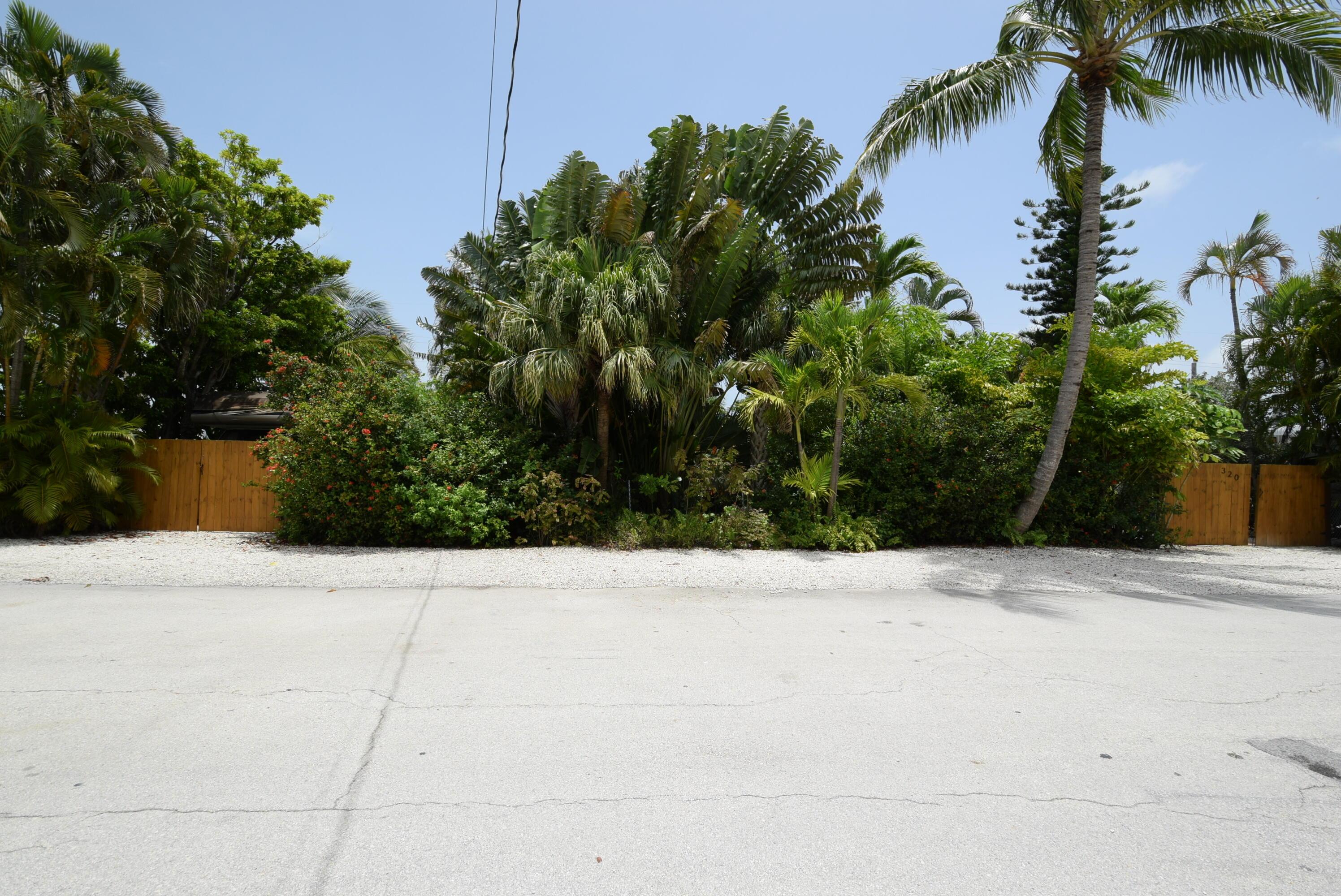 320 E Avenue Property Photo 1