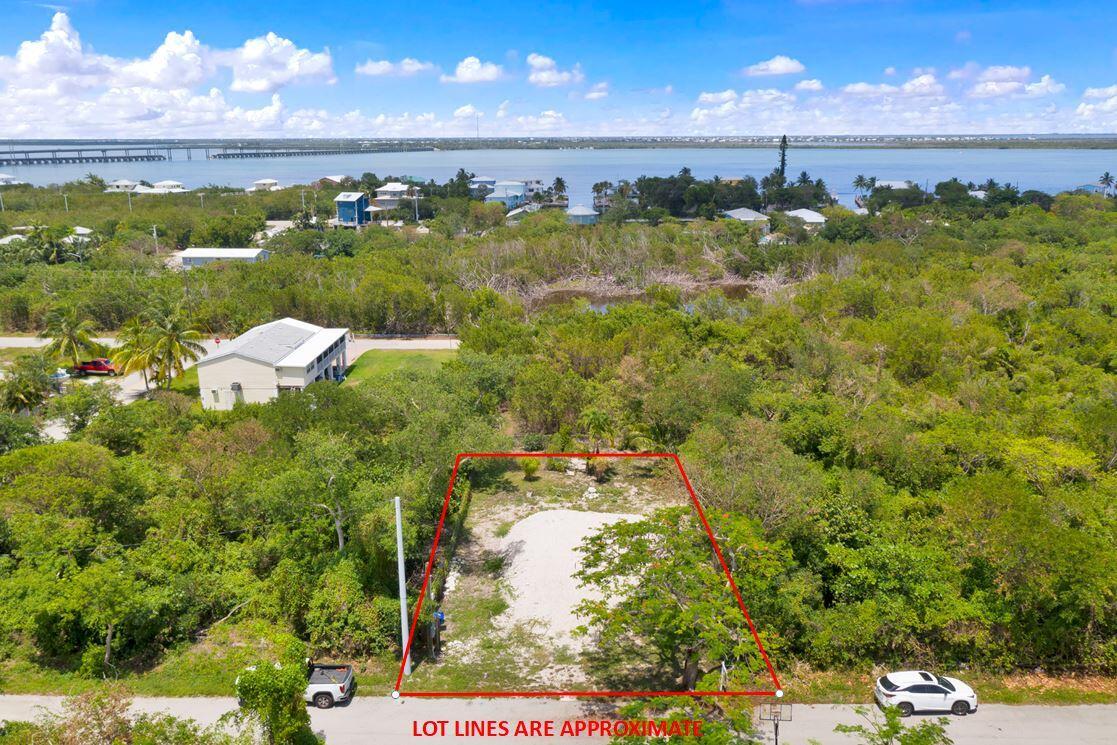 647 40th Street Property Photo 1