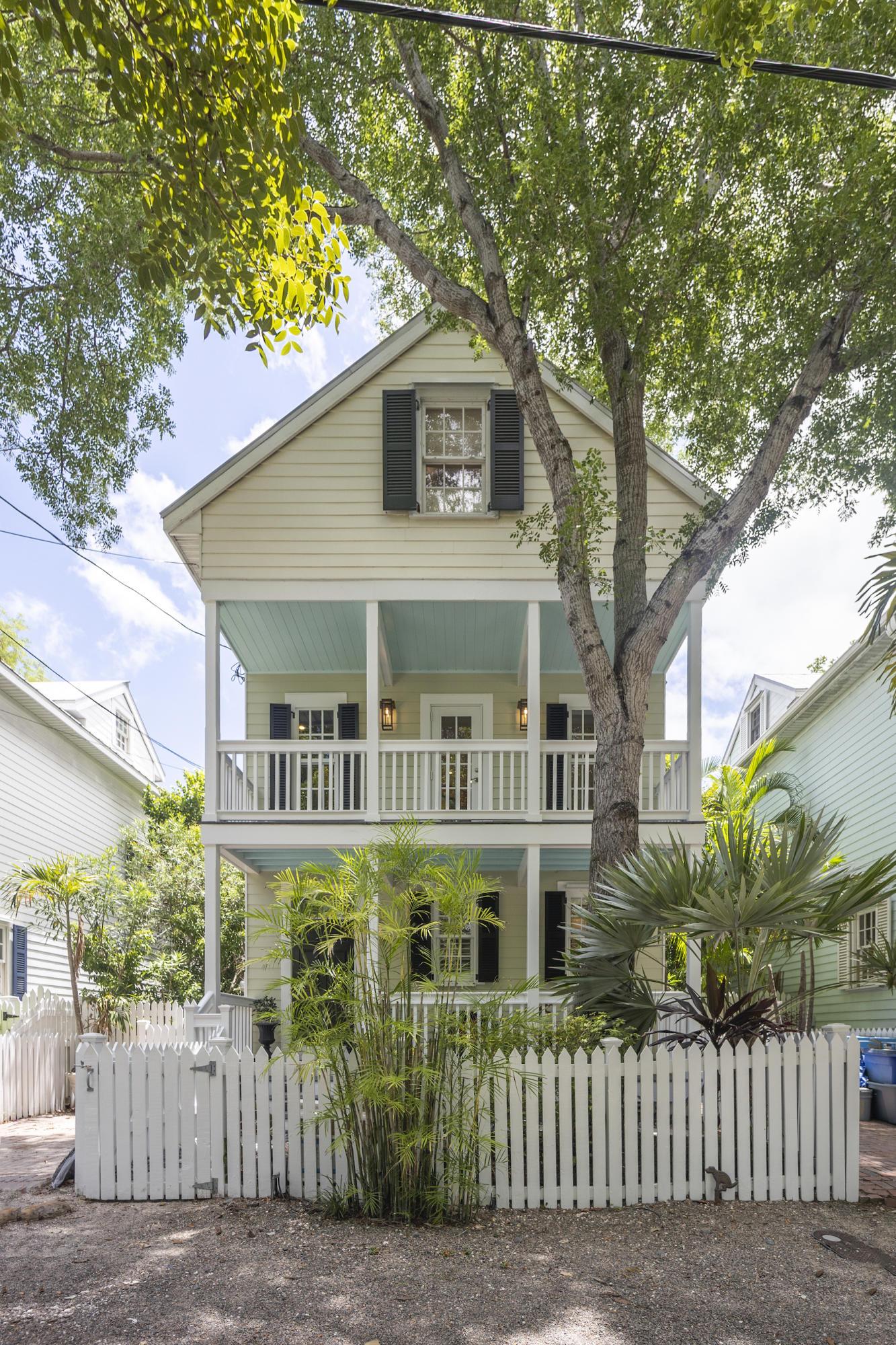 1221 Margaret Street #3 Property Photo 1