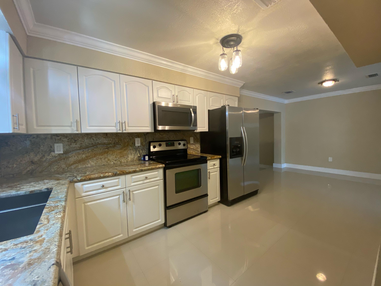 2131 SW 17 Street Property Photo 1